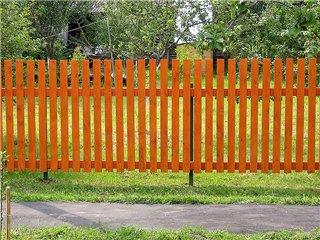 Как построить забор из штакетника
