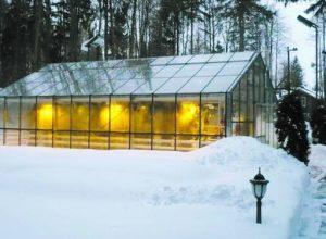 Как отопить теплицу зимой