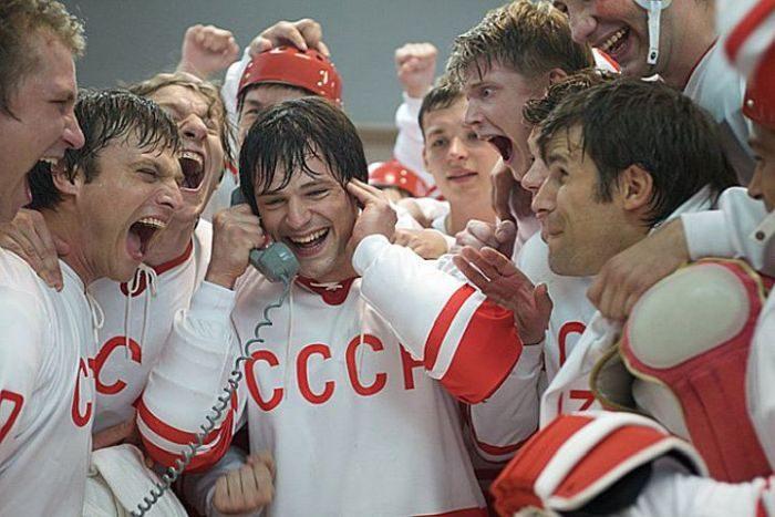 Список топ 10 лучших фильмов про хоккей