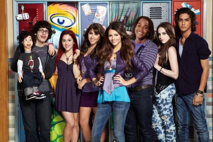 Список топ 10 лучших американских сериалов про подростков