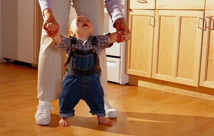Первые шаги ребенка: советы эксперта