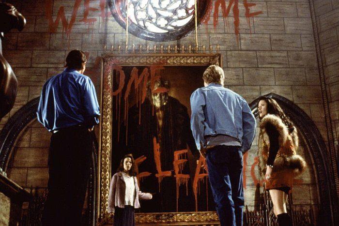 Список топ 10 лучших фильмов ужасов про дома с призраками