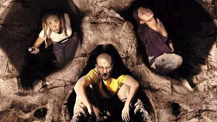 Список топ 10 лучших фильмов ужасов про пещеры и горы