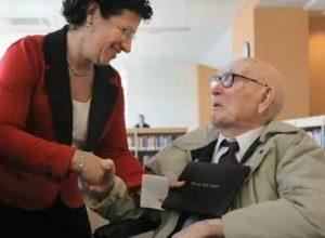 106-летний пенсионер получил диплом