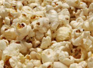 Попкорн препятствует росту женской груди