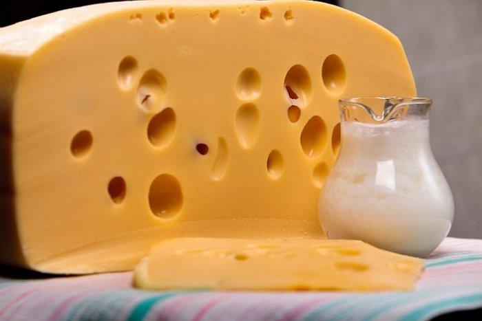 Откуда дырки в сыре