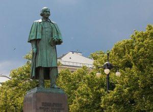 Памятники Николаю Гоголю