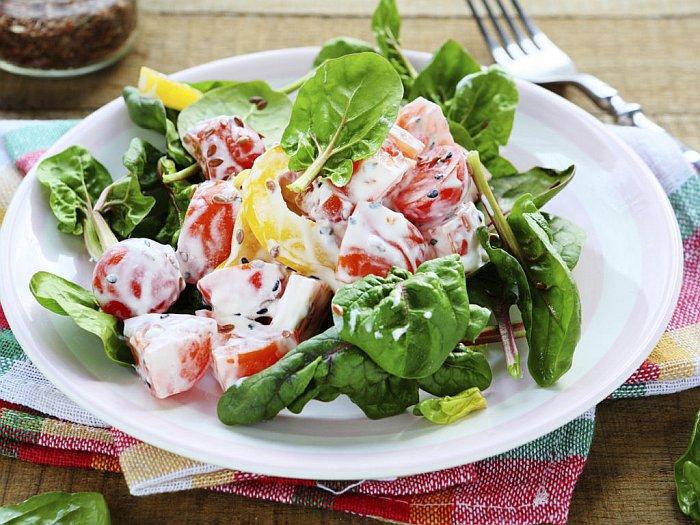 Хрустящий салат с йогуртом